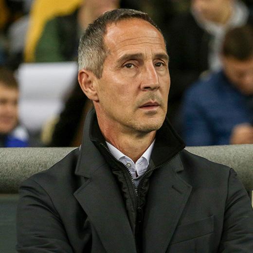 https://oxigeno.bold-themes.com/soccer/wp-content/uploads/sites/3/2017/10/team_coach_01.jpg